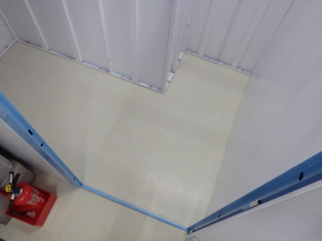 収納庫内の柱について
