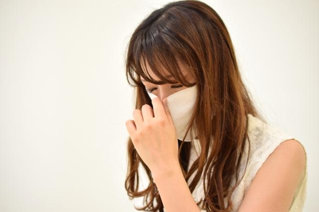 アレルギーに悩む女性