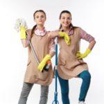 掃除する気満々の二人の女性