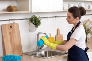 洗剤はスポンジに付けて使いましょう。