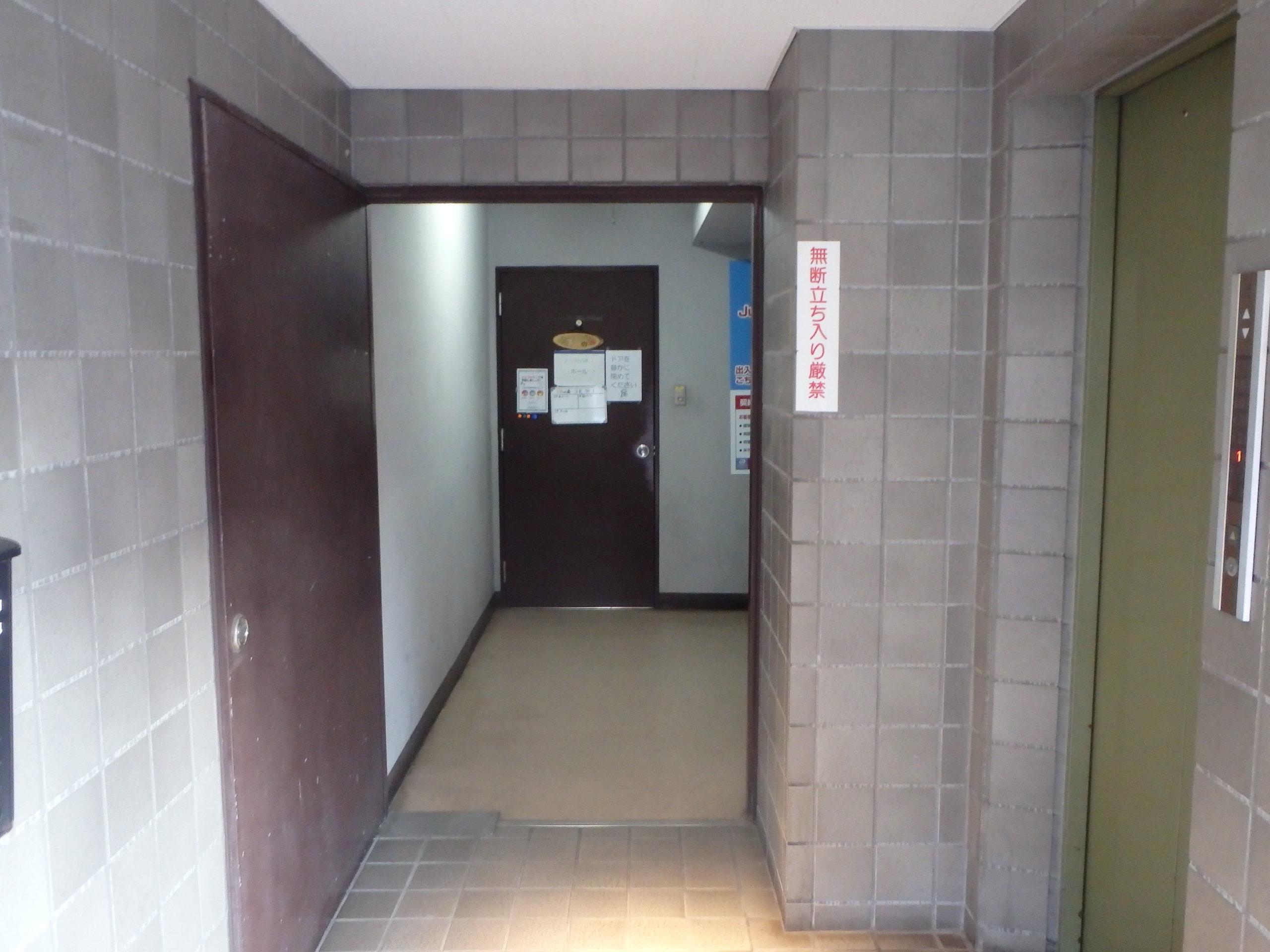 1Fの廊下を奥へ進みます
